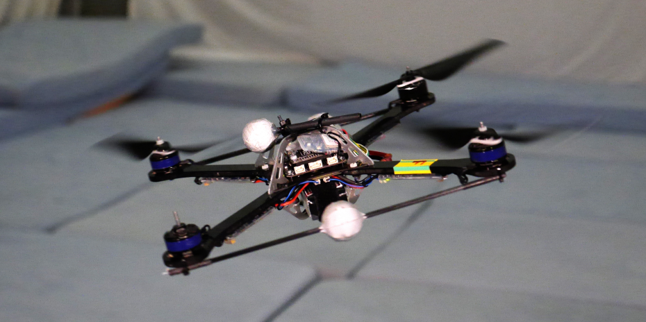 Quadcopter flying with only three propellers