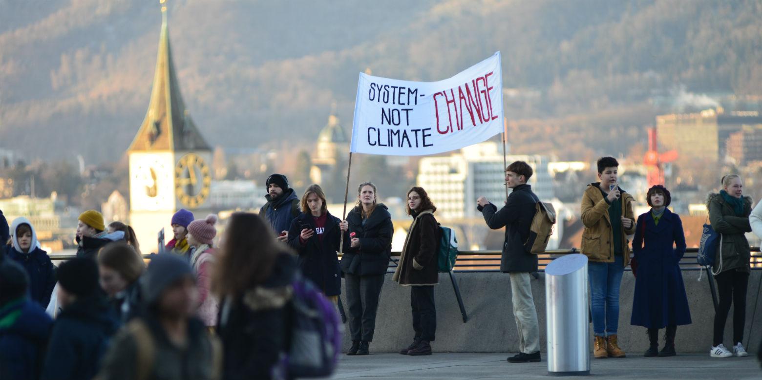 Klimastreikende Jugenliche auf der polyterrasse